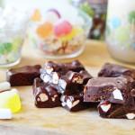 Rocky Road – פאדג' שוקולד עם הפתעות מתוקות