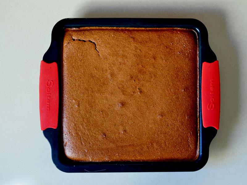 עוגה-יוצאת-מהתנור