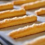 מקלות גבינה מלוחים – כי לפעמים צריך לנשנש משהו מלוח ומשובח