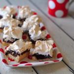 ריבועי שוקולד ומרנג – שמחה כפולה ואזני המן בתחפושת חגיגית