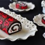 מלכת הלבבות – רולדת שוקולד וקצפת מקושטת, ללא קמח