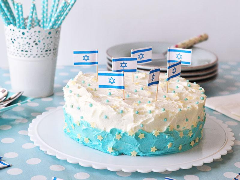 עוגת יומולדת למדינה