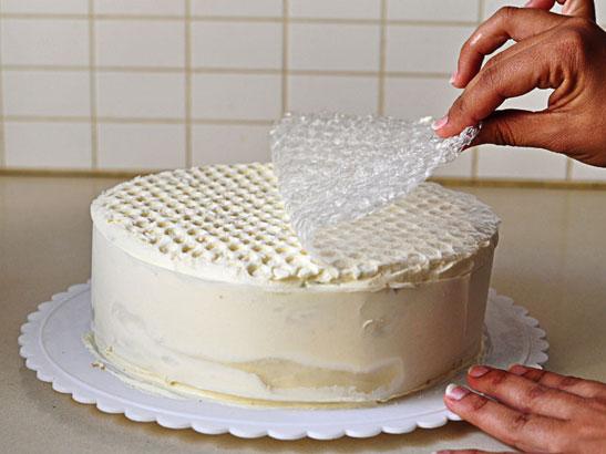 דוגמת כוורת על עוגה