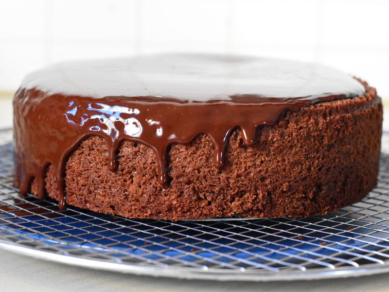 ציפוי גנאש לעוגת שוקולד