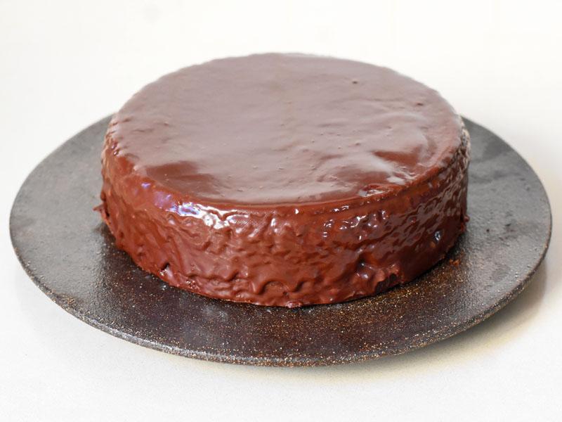 עוגת שוקולד מצופה שוקולד