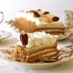 עוגת שכבות חגיגית עם דבש ואגוזים