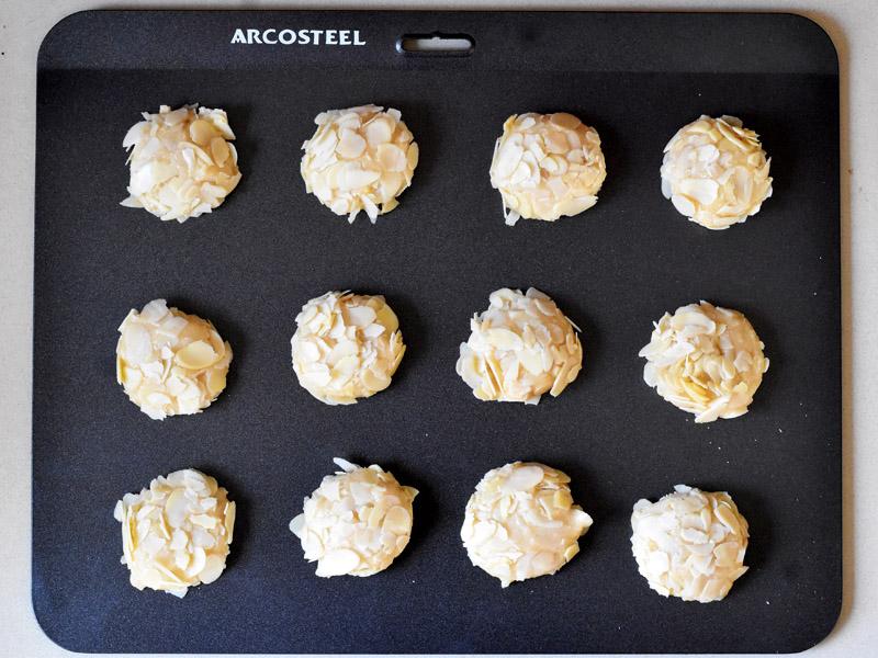 עוגיות אמרטי לפני אפיה