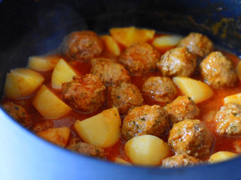 קציצות ברוטב עם תפוחי אדמה