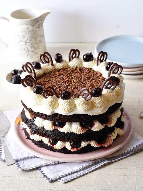 עוגת יומולדת היער השחור
