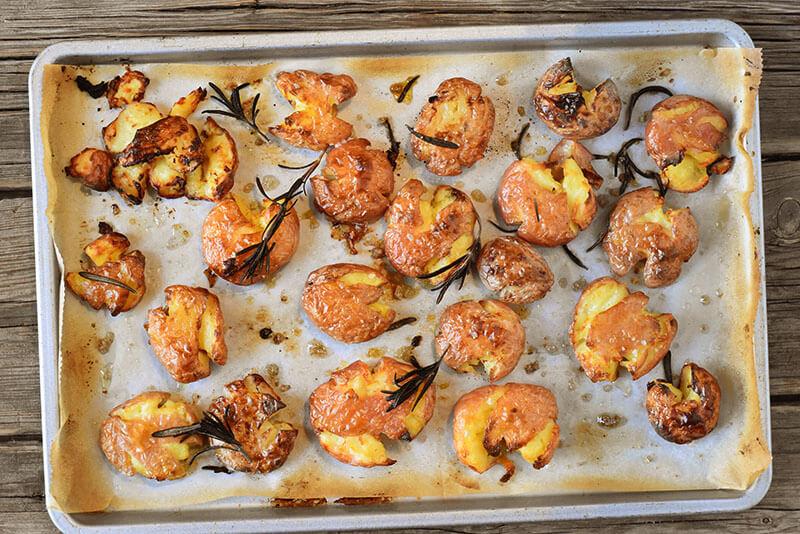 תפוחי אדמה פריכים וזהובים מהתנור