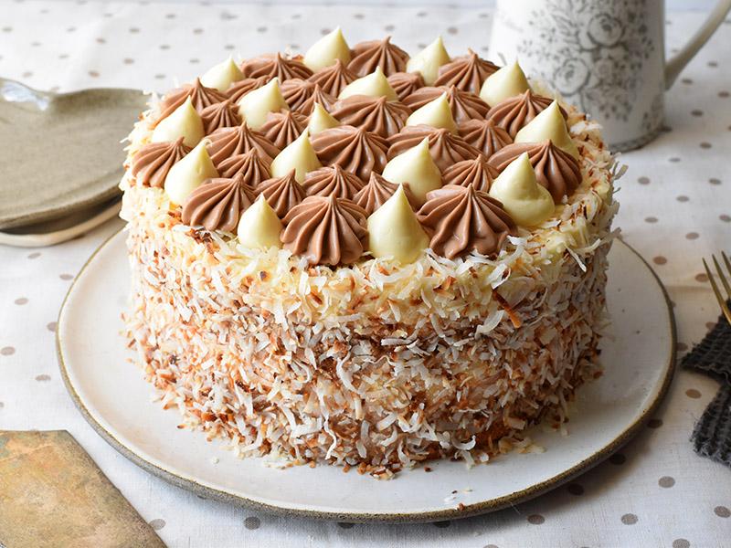 עוגת באונטי עם מוס קוקוס ומוס שוקולד