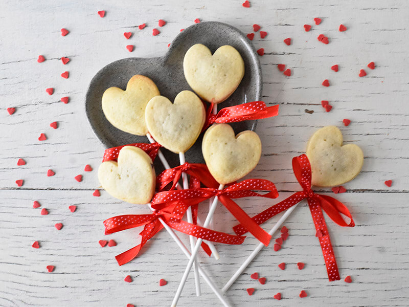 עוגיות בצורת לבבות מבצק פריך