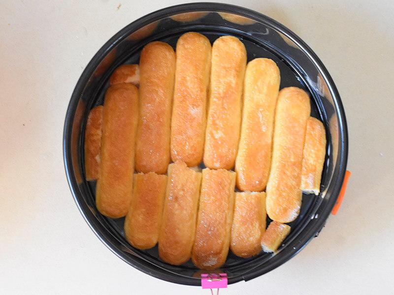 תחתית בישקוטים לעוגת מוס גבינה