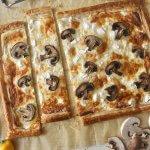 מאפה גבינות ופטריות על בצק עלים