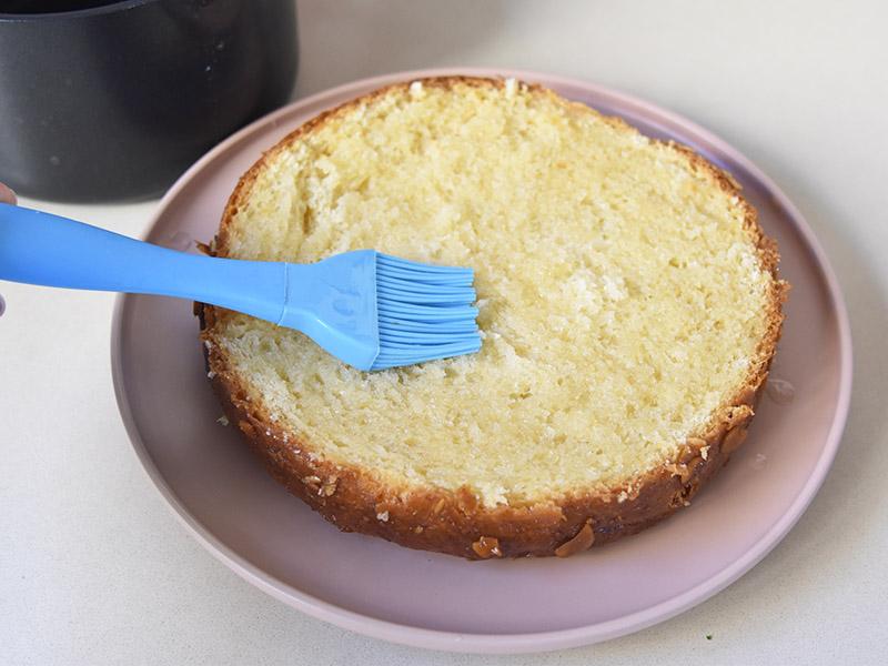 הברשת העוגה בסירופ סוכר