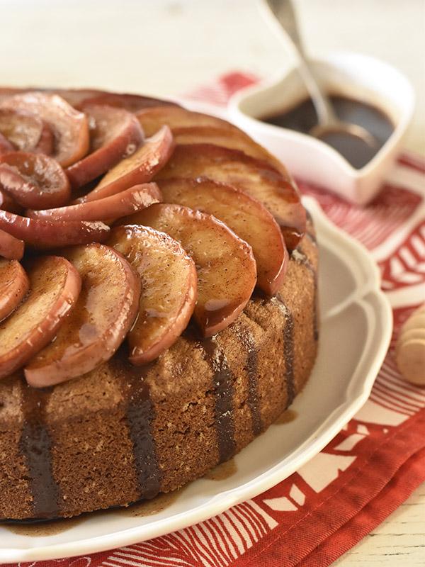 עוגת תפוחים וקינמון פרווה