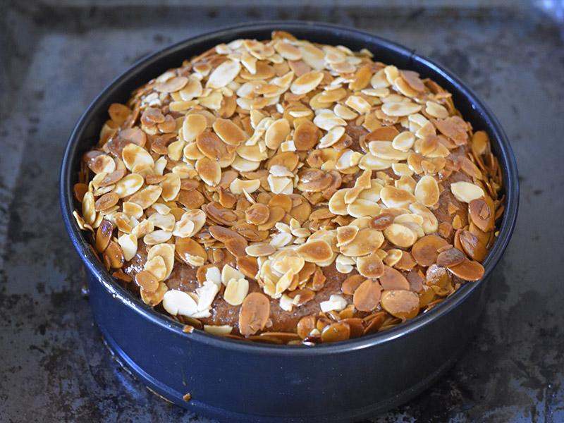 עוגת עקיצת הדבורה חמה מהתנור