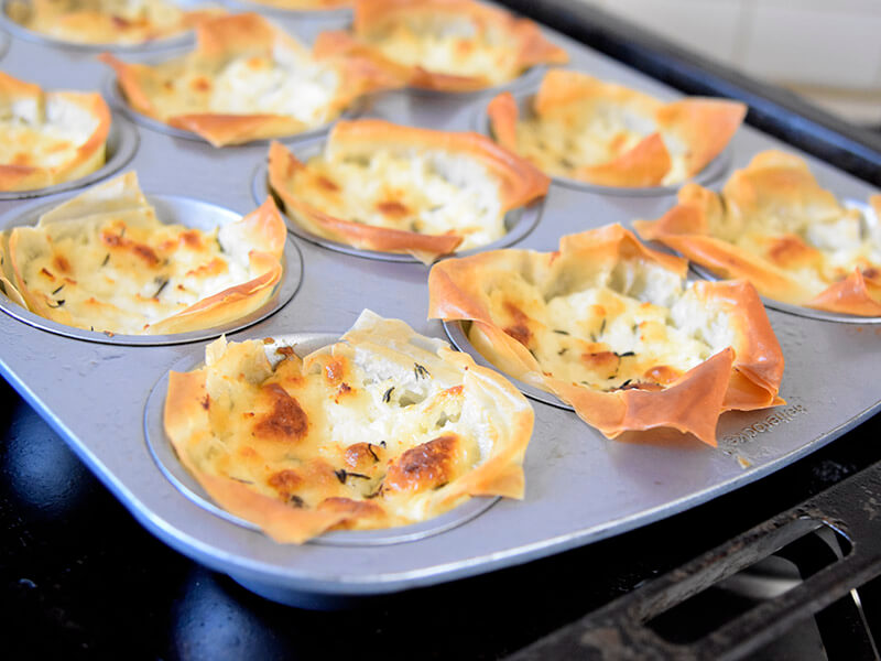 מאפה פילו עם גבינות חם מהתנור