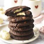 עוגיות שוקולד פאדג' ממולאות שוקולד לבן – עוגיות אמסטרדם