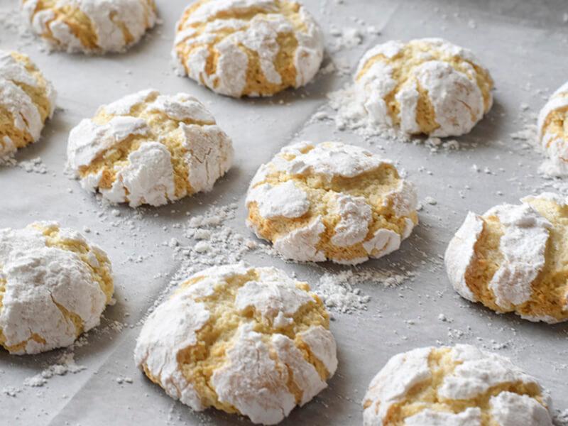 עוגיות שקדים מושלגות - אמרטי