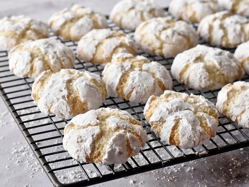 עוגיות שקדים מושלגות