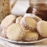 אלפחורס – עוגיות סנדוויץ ארגנטינאיות עם ריבת חלב וקוקוס