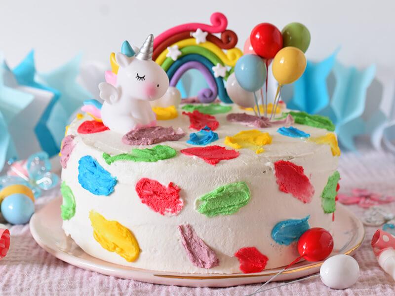 עוגה צבעונית ליומולדת שמח