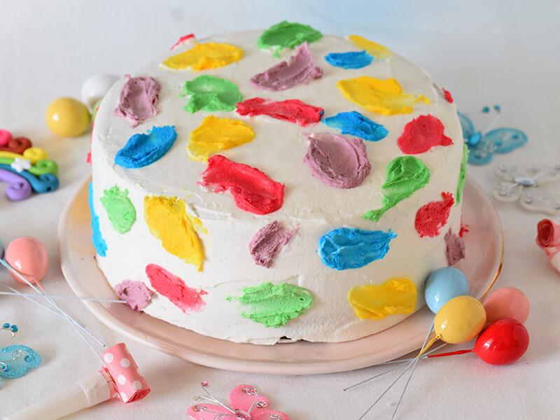 עוגת יום הולדת צבעונית