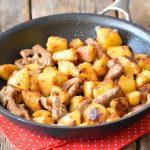 תבשיל כפרי זריז – נתחי תפוחי אדמה ובשר במחבת